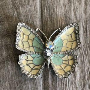 Butterfly ring holder